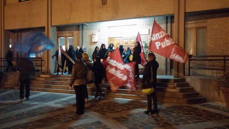 Manoppello, i lavoratori della Maiella e Morrone protestano davanti al Comune