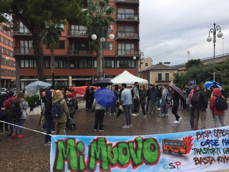 Trasporti gratuiti e diritto allo studio: scuole in protesa a Pescara