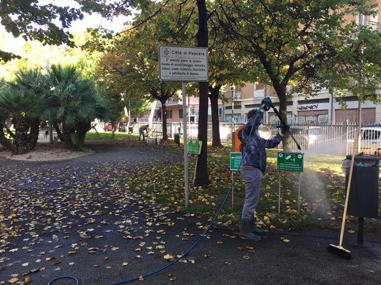 Pescara, pulizia a tappeto per le strade del centro