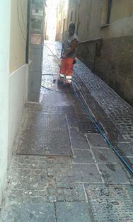 Chieti, pulizia di strade e vicoli limitrofi a Corso Marrucino