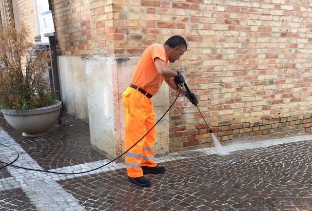 Lavori di pulizia delle strade per far diventare 'San Salvo un fiore di Città'