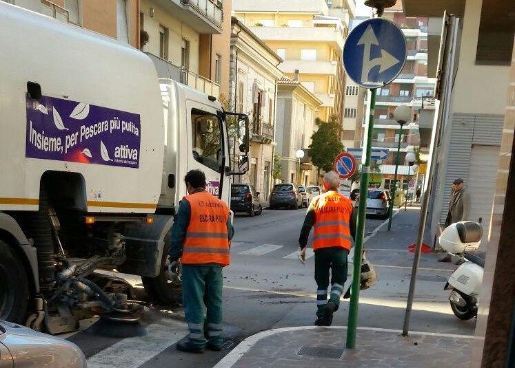 Pescara, un mese di pulizia straordinaria delle strade: occhio ai divieti di sosta IL PROGRAMMA