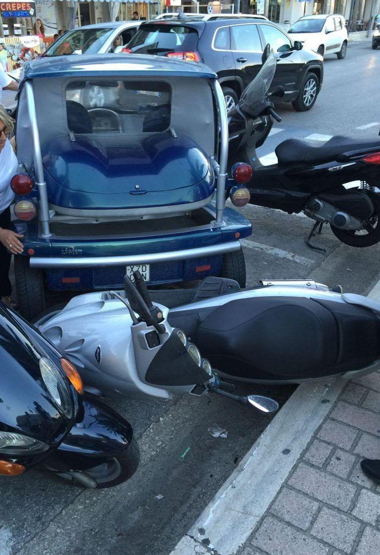 Tortoreto, minicar in manovra abbatte scooter parcheggiati