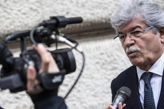 Forza Italia Abruzzo, nuovo attacco di Razzi a Pagano: 'Mi fai un baffo'