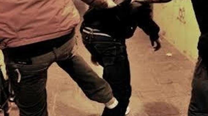 Pescara, la lite del sabato notte finisce in scontro a spranghe e martelli: fermati 10 ragazzini