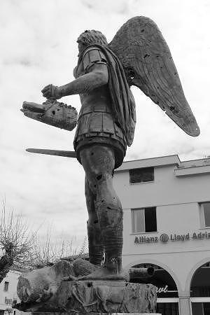 Teramo, il San Michele Arcangelo di Crocetti proteggerà la rotonda di via San Marino