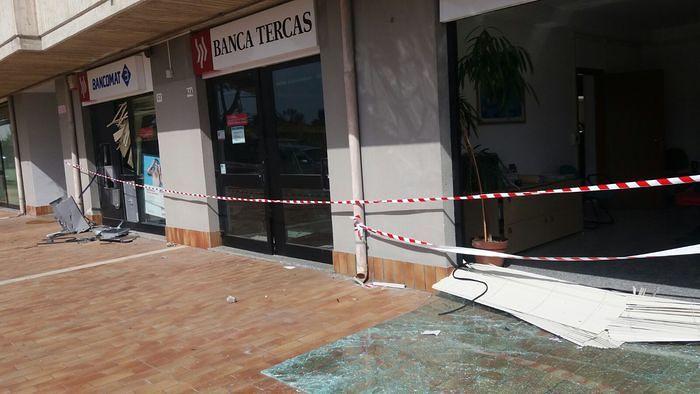 Santa Maria Imbaro, fanno esplodere bancomat Tercas ma è vuoto FOTO