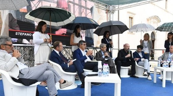 Ragazze-ombrello, lo stupore di Daniela: 'Non abbiamo fatto nulla di male'