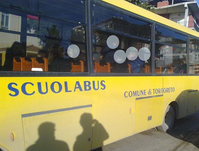 Tortoreto, non c'è posto sullo scuolabus: caso anche al Lido