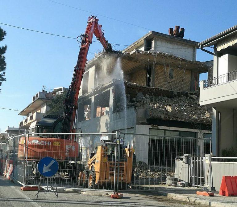 Martinsicuro, demolito il Silver Moon: al suo posto un supermercato