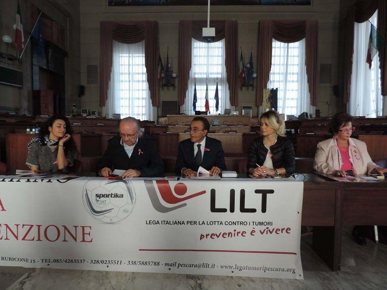 Pescara con il nastro rosa: prevenzione del tumore al seno, screening gratuiti per tutto ottobre