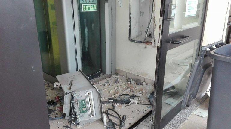 Bancomat fatti esplodere, Popolare di Bari sospende erogazione in 60 punti
