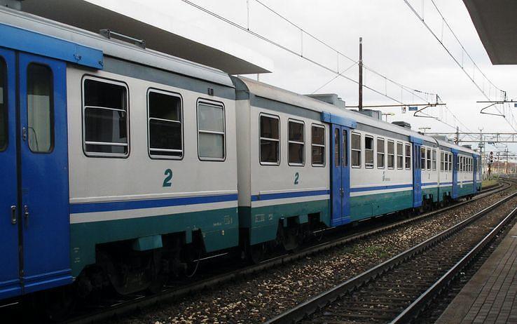 Accusa un malore sul treno: maestra giuliese salva un giovane