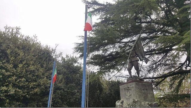 Chieti, Monumento ai caduti: spariscono i tricolori, il Blocco Studentesco li ripristina