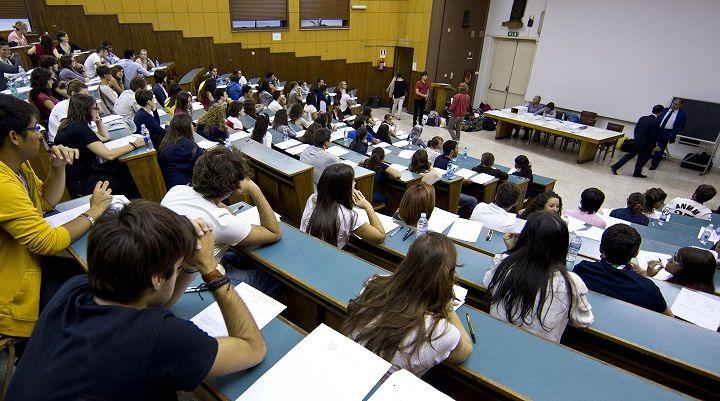 UdU L'Aquila: 'Ancora nessun pagamento delle borse di studio, non si può aspettare'