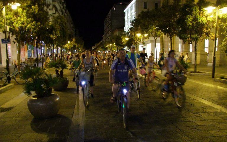 Pescara illuminata dalle bici sabato notte: più di 300 gli appassionati delle due ruote