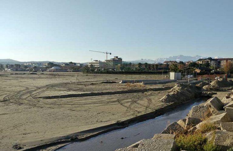 Giulianova, riprendono i lavori per la piscina sub: la protesta del Cittadino Governante