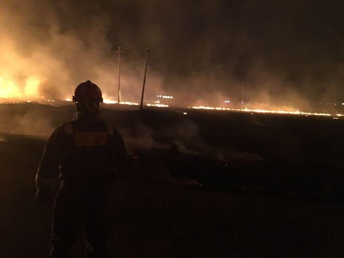 Vasto, ancora fiamme nella notte: evacuate alcune famiglie – FOTO