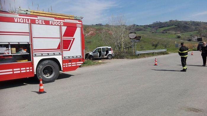 San Buono, fuori strada sulla Fondovalle Treste: muore un giovane
