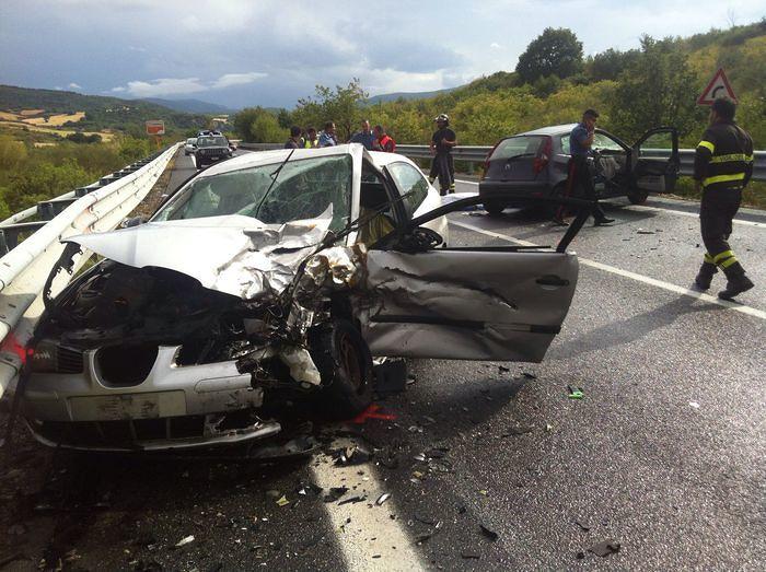 Terribile schianto sulla Fondovalle Trignina: un morto e due feriti