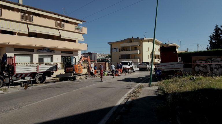 Pescara, caos in via Tirino: niente luce e acqua, tanto traffico