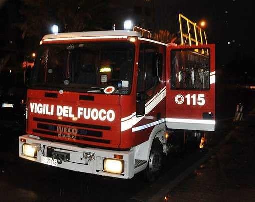 Incendio ad Alanno: vigili al lavoro tutta la notte