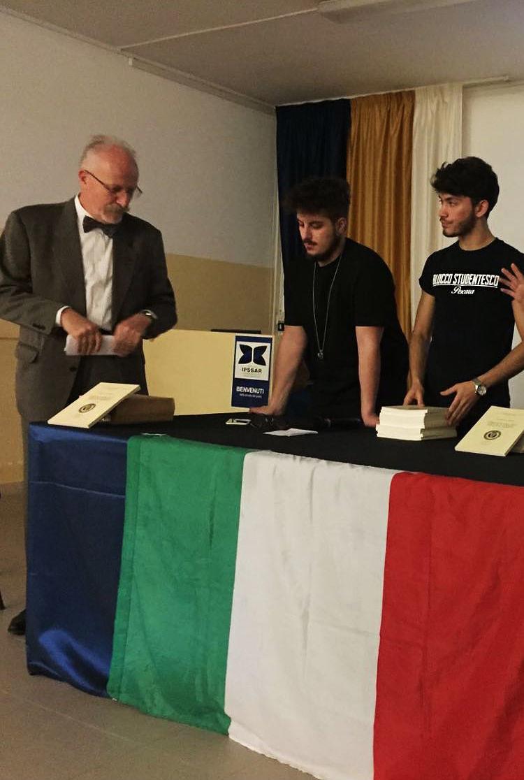 Pescara, libri in regalo agli studenti del De Cecco per commemorare la strage delle Foibe