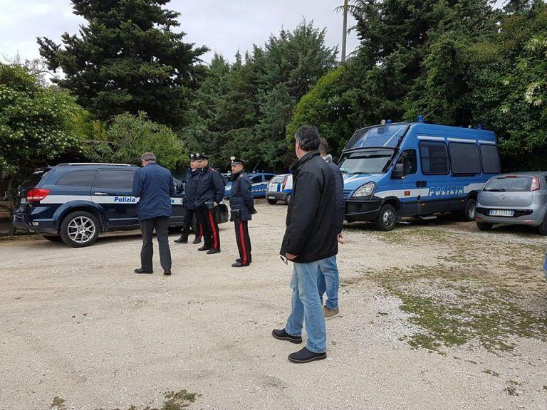 Pescara, terreno comunale occupato dai rom: blitz interforze e sgombero FOTO