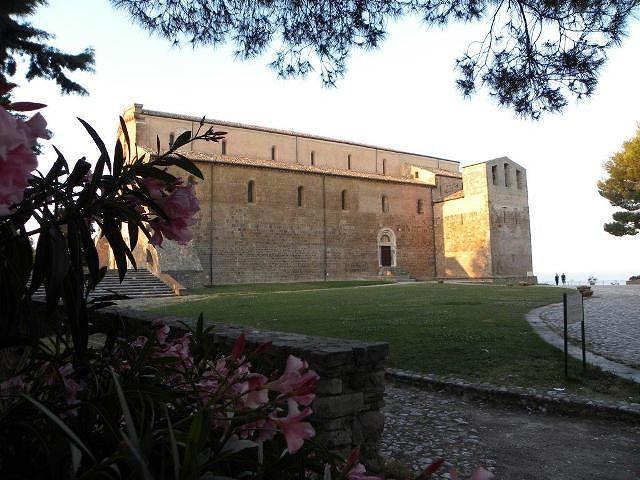 Infiltrazioni d'acqua minacciano l'Abbazia di San Giovanni in Venere, Di Giuseppantonio chiede intervento del Governo
