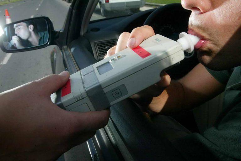Pescara, tampona un'auto parcheggiata e scappa: fermata con il tasso d'alcol 4 volte fuori legge