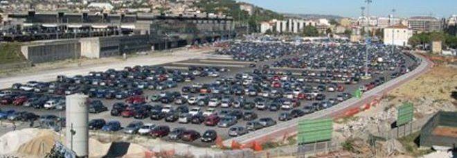 """Pescara, area di risulta in preda ai parcheggiatori abusivi: """"Più luce e telecamere"""""""