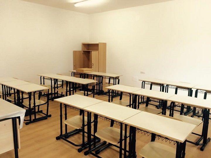 Roseto, riparato il pavimento nei nuovi locali alla Scuola Schiazza di via Veronese