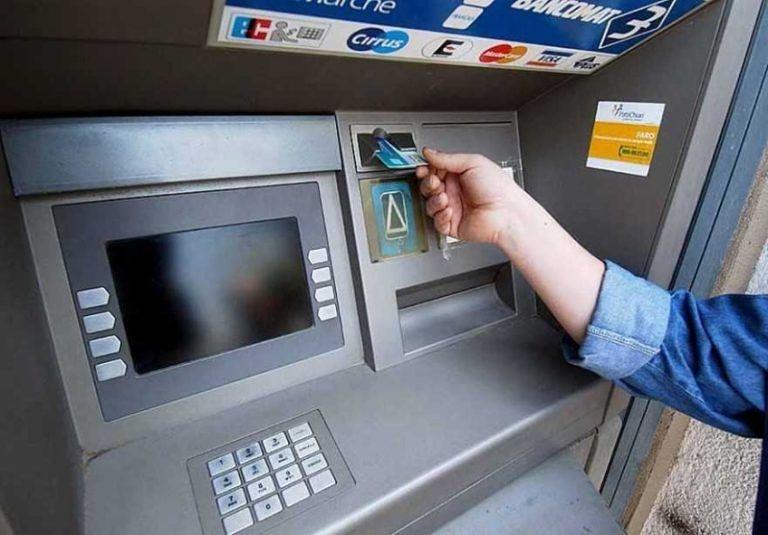 Farindola, addio all'ultimo (e unico) bancomat in paese