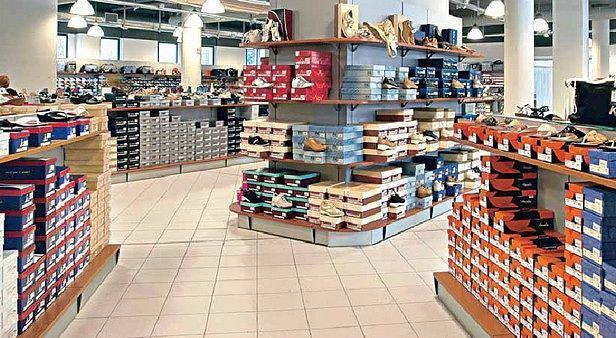 L'Aquila, ruba scarpe in un negozio: denunciato polacco