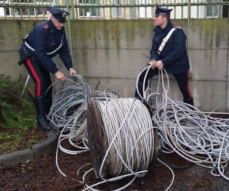 Pescara, ruba cavi di rame: rumeno denunciato per ricettazione