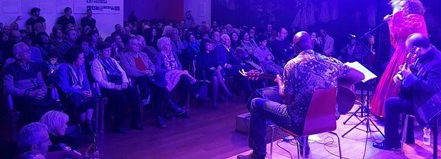 Francavilla, bagno di folla per Sarah Jane Morris al MuMi