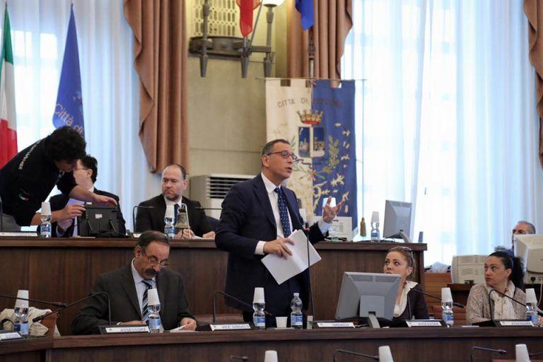 """Pescara, l'ultimo Consiglio di Alessandrini: """"Chi verrà dopo avrà vita difficile"""""""
