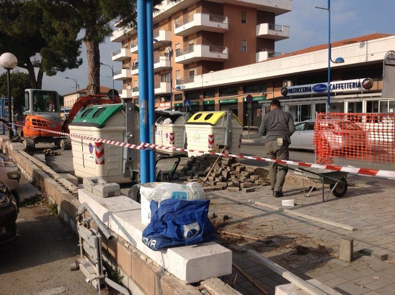 Montesilvano, lavori sui marciapiede rotto dalle radici