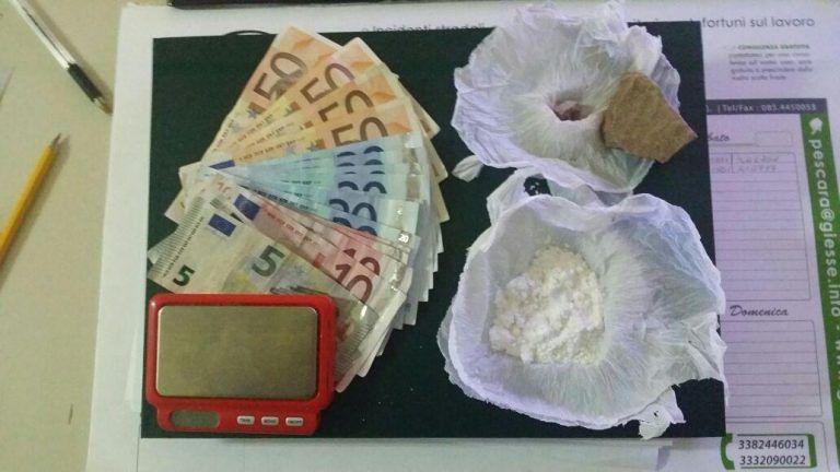 Pescara, trasforma l'appartamento in fortino per spacciare droga: arrestata