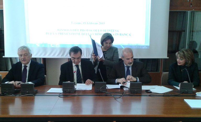 Teramo, rinnovato in Prefettura il protocollo per la prevenzione delle rapine in banca