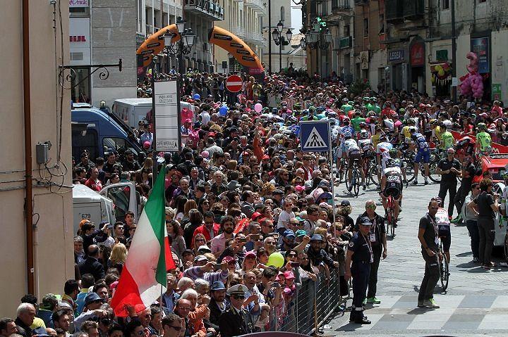 Giro d'Italia 2016, ordinanza Cialente: venerdì scuole chiuse a L'Aquila