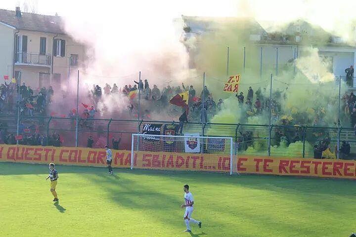 Giulianova-Samb, tavolo tecnico in Questura: tifoserie divise anche in tribuna