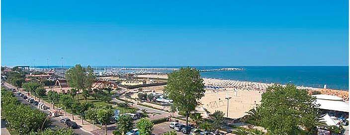 Giulianova, spiaggia libera (anche per disabili) all'Annunziata e possibile esternalizzazione del Palacastrum