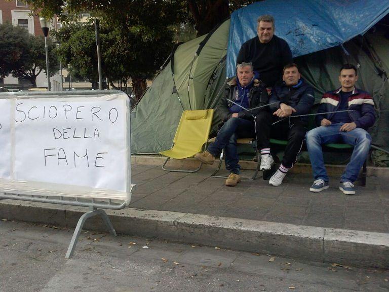 Pescara, gli ex interinali Attiva iniziano lo sciopero della fame