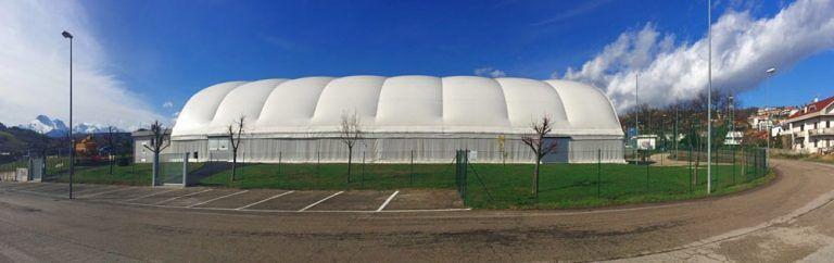 Villa Pavone, campetto polifunzionale contestato per la buca paracadute
