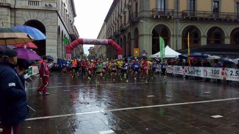 Teramo, la pioggia non ferma il popolo della maratonina