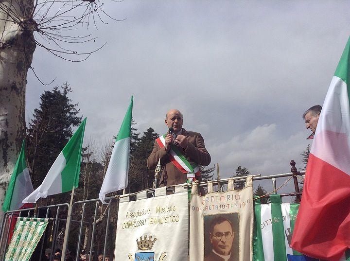 Volantini anonimi contro sindaco Tagliacozzo, lui replica: 'Non mollerò per i cittadini'
