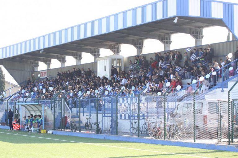 Martinsicuro, alcol e contenitori di vetro: divieti allo stadio