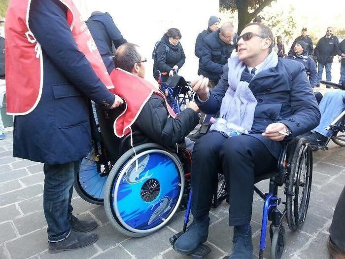 Pescara, politici in carrozzina 'provano' barriere architettoniche