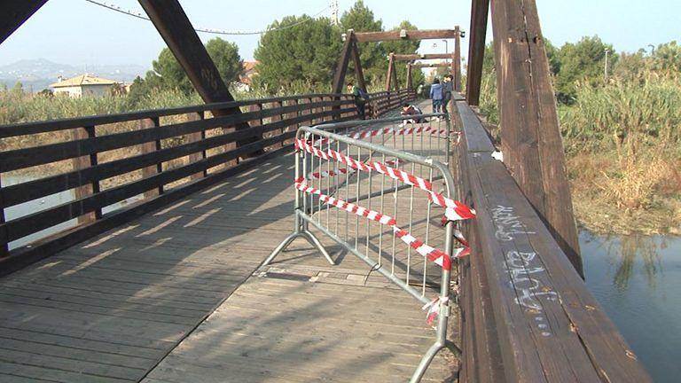 Mancano condizioni di sicurezza: chiude il ponte in legno tra Alba e Martinsicuro